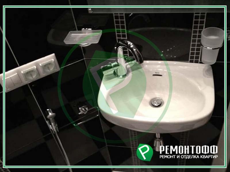 Ремонт ванной комнаты под ключ фото в Екатеринбурге, сантехнические работы, укладка плитки и установка натяжного потолка в ванной комнате.